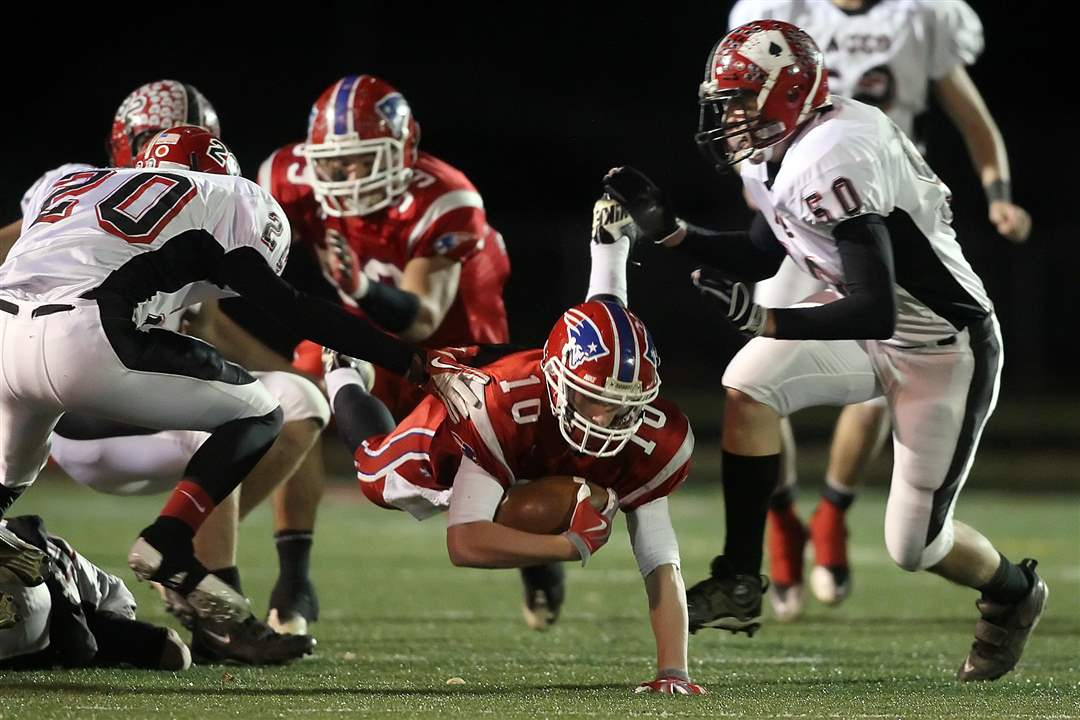 Patrick-Henry-QB-Jones-dives-for-yardage