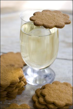 Gingerbead cookies with a glass of Riesling.