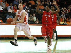 BGSU's Scott Thomas steals a ball and races to the basket ahead of Austin Peay defender Jerome Clyburn.
