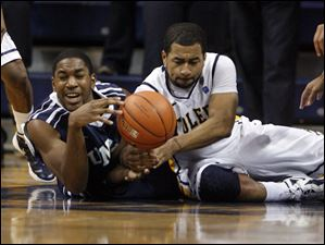 Toledo's Dominique Buckley (1) right, and UNC-Wilmington's Cedrick Williams (40) fight for a rebound.