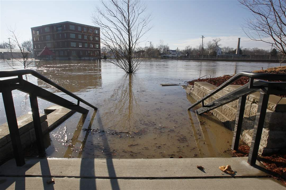 flooded-stairs-river-raisin