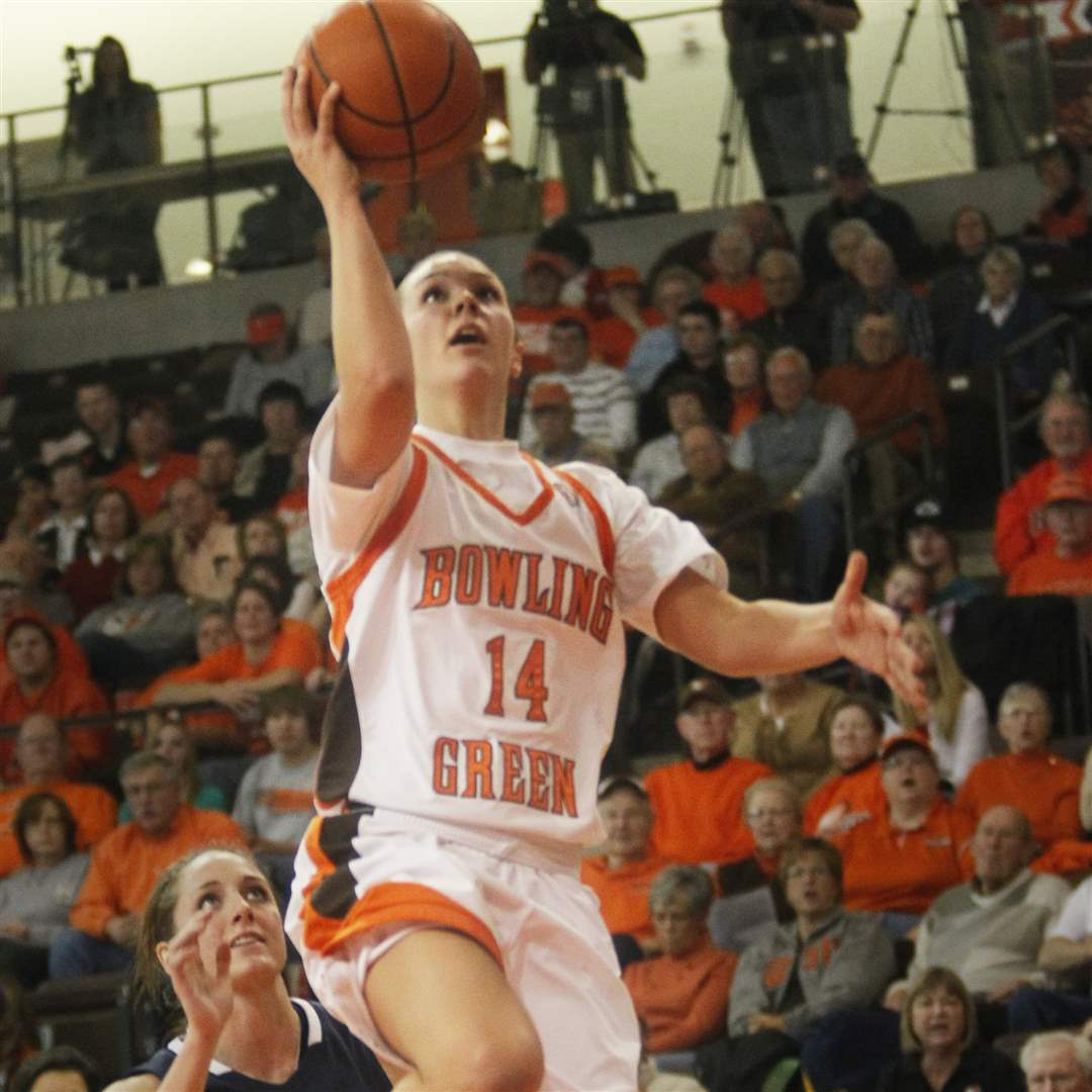 BGSU-s-Jessica-Slagle-scores-two-of-her-15-points-for-the-Falcons
