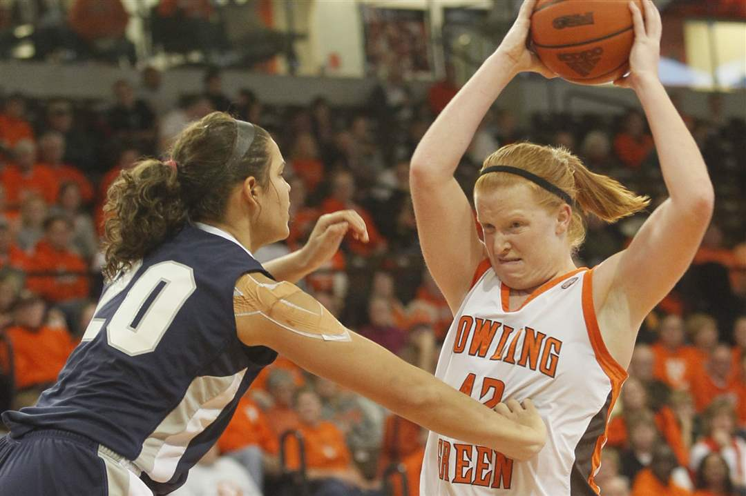 BGSU-s-Danielle-Havel-makes-a-pass
