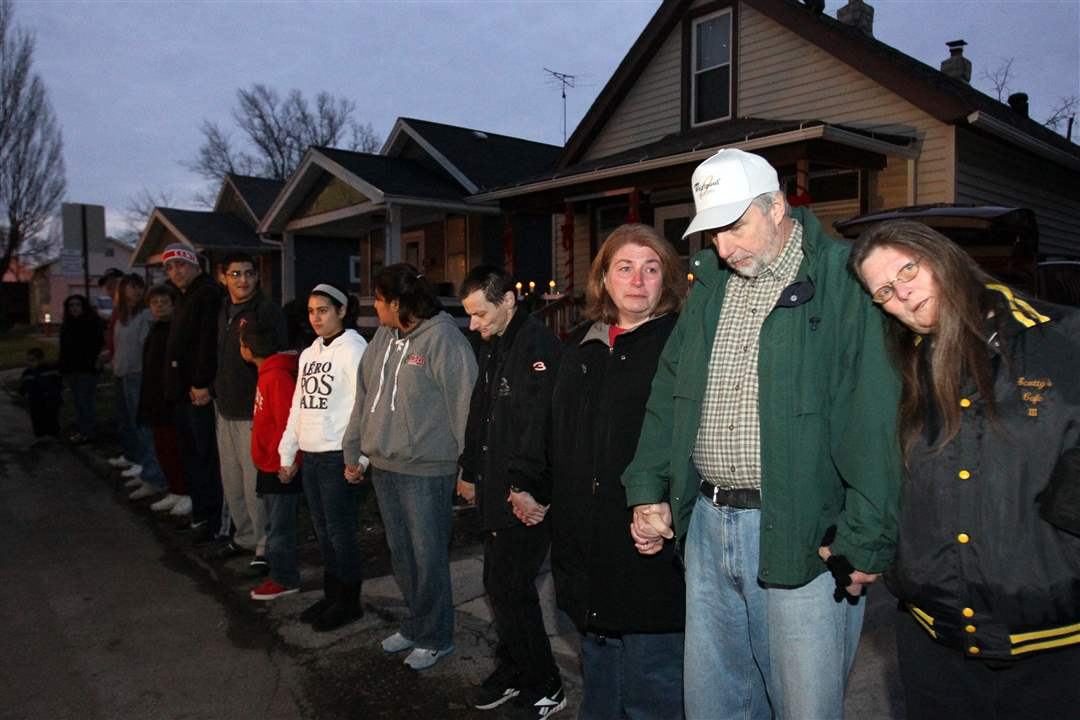 Family-and-friends-of-Scott-Holzhauer-line-the-street-during-a-vigil-Saturady