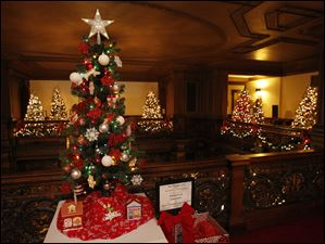 Toledo Club Employees / Toledo Northwest Ohio Food Bank tree.