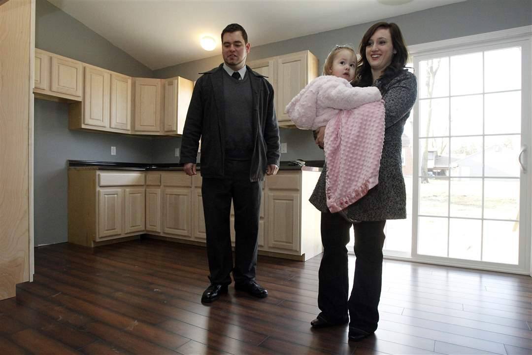 Pete-and-Brianne-Hannigan-who-is-holding-their-daughter-Irelynn-2