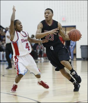 Scott's Dontonio Kynard shoots against Bowsher's Nate Allen. The Bulldogs are 4-1.