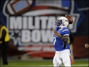 Air Force quarterback Tim Jefferson (7) looks to pass.