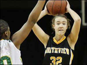 Northview player Lauren Yurjevic, 32, looks to pass around Start player DeShayla Mosby, 10.