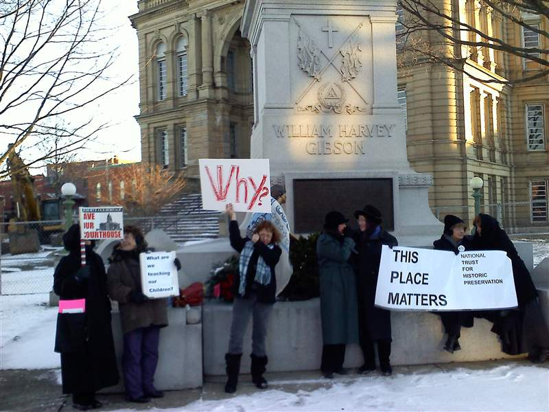 Seneca-courthouse-protesters