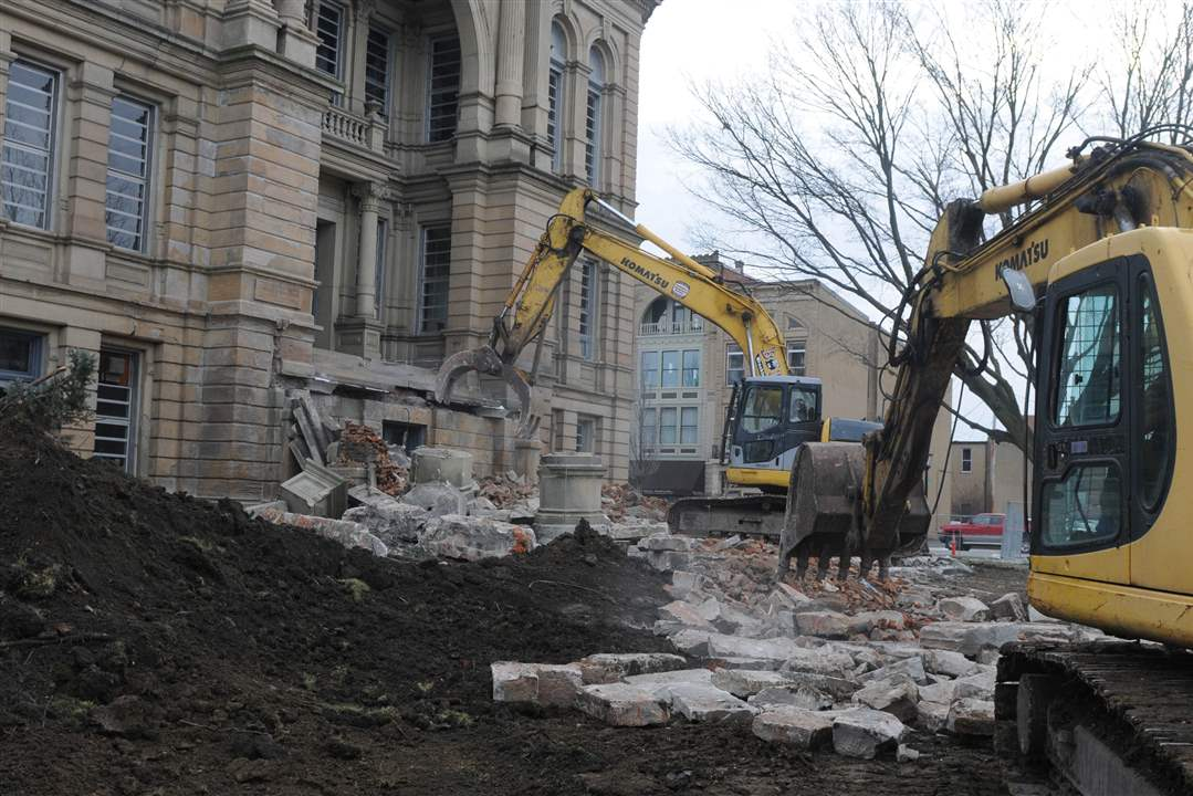 Courthouse-Demolition-backhoes