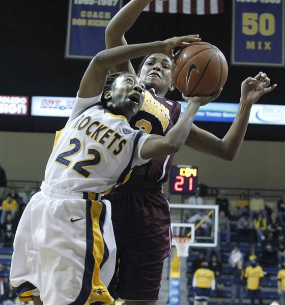 dortch-gets-fouled-by-jessica-green-01-09-2012