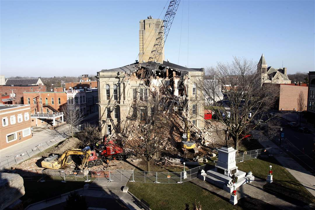 courthouse-front-demolition