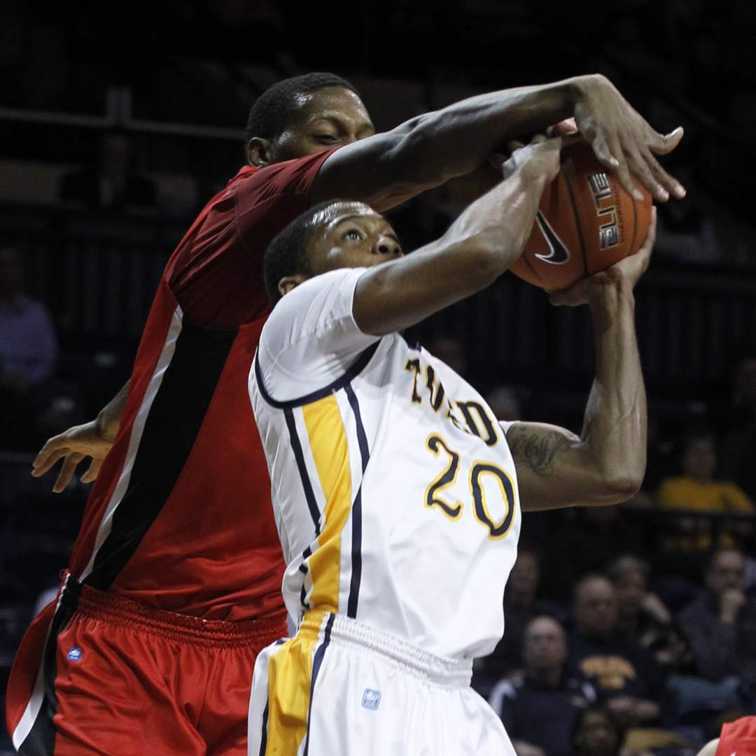 Ball-State-s-Jarrod-Jones-blocks-the-shot-of-UT-s-Julius-Brown