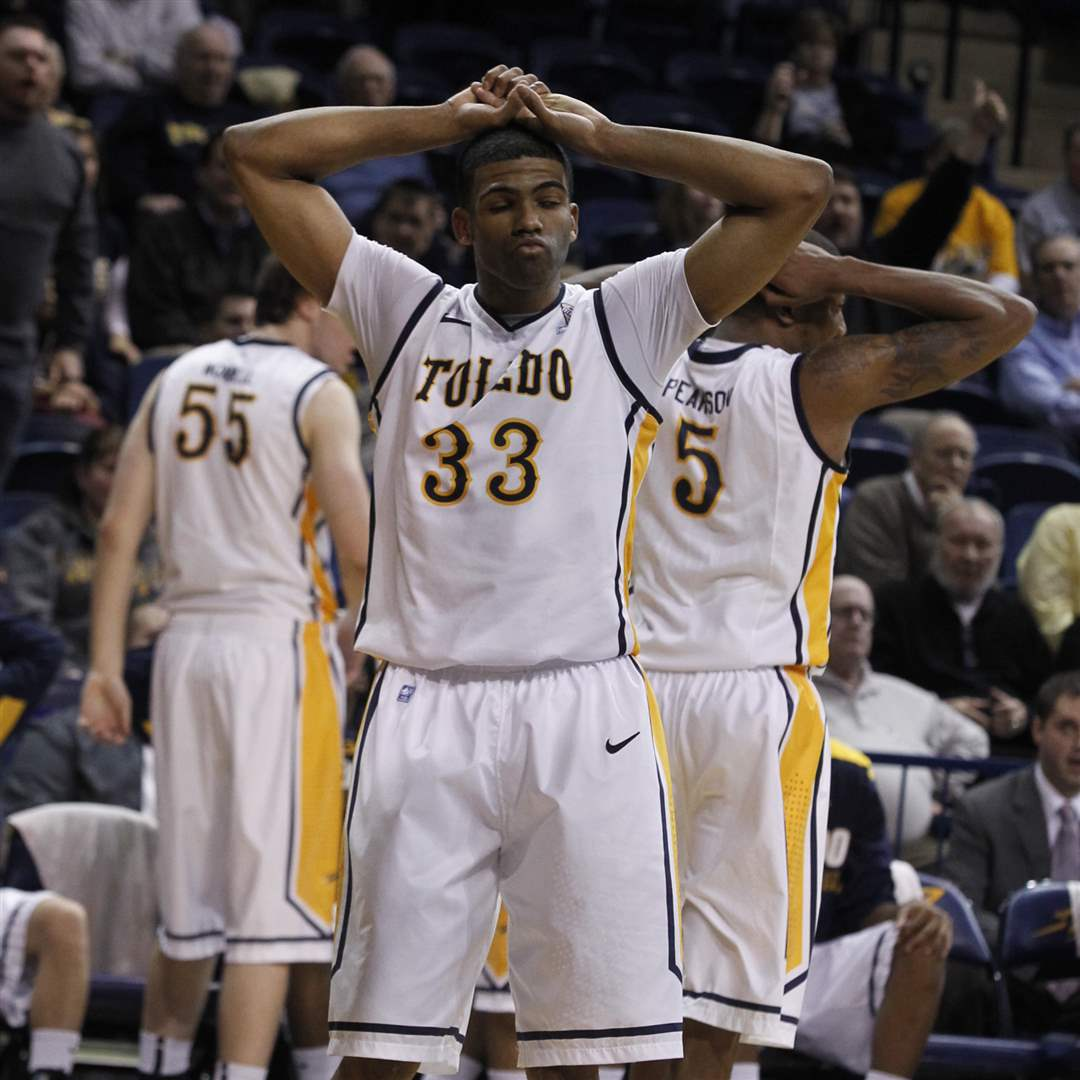 UT-s-Curtis-Dennis-33-reacts-to-fouling-out