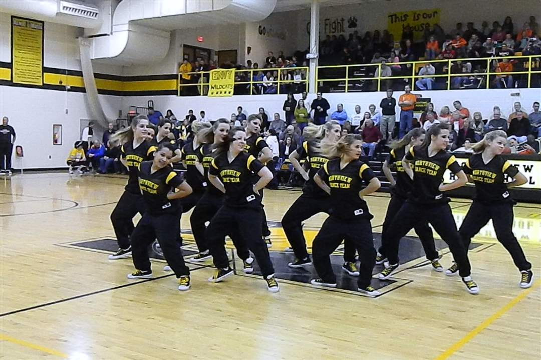boys-basketball-halftime-dance