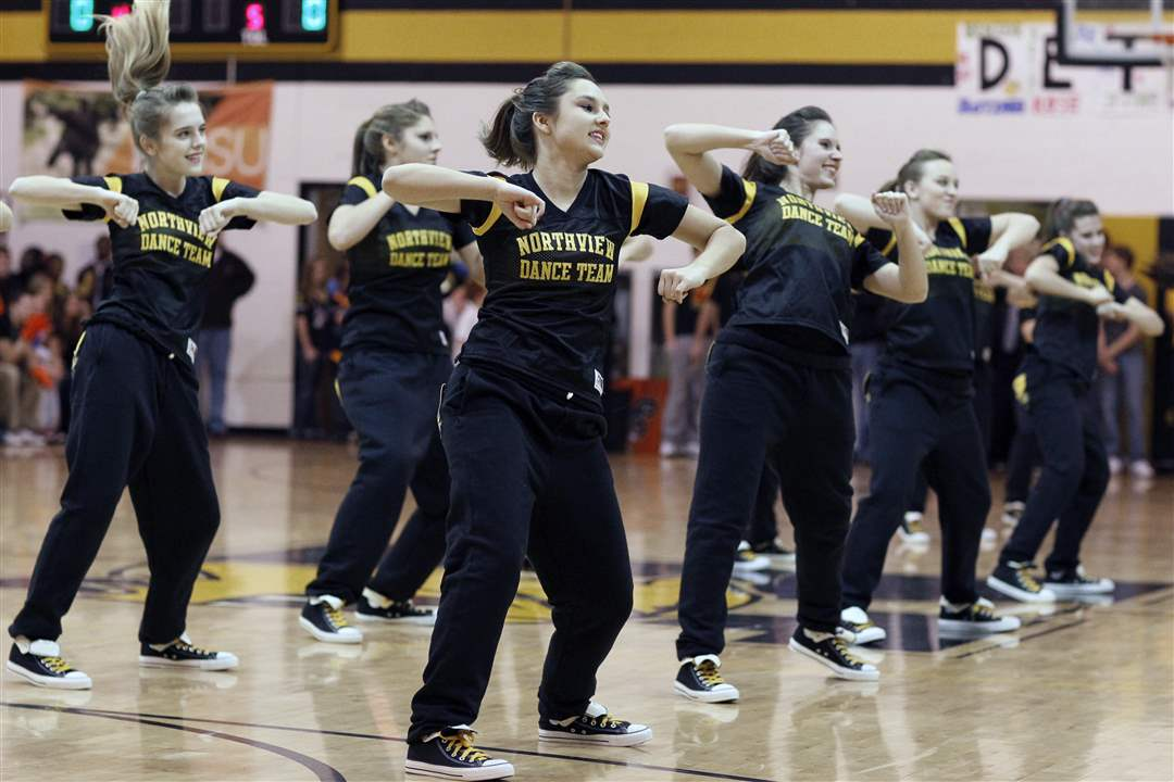 halftime-dance-team-perform