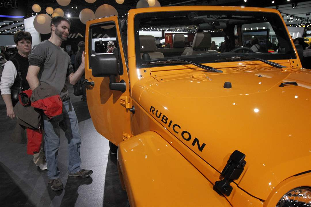 Auburn-Hills-Mich-resident-Jeff-Rice-checks-out-a-Jeep-Rubicon