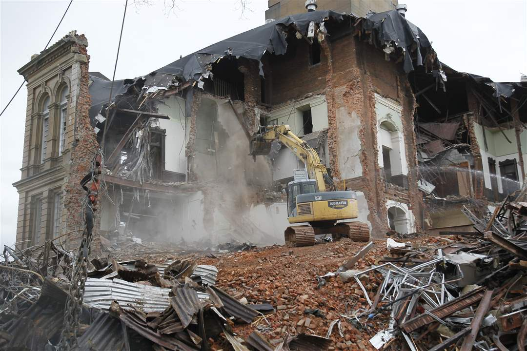 b-b-wrecking-demolish-courthouse