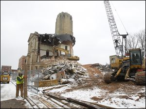 Crews continue work on the demolition of the Seneca County Courthouse, Thursday, Jan. 19.