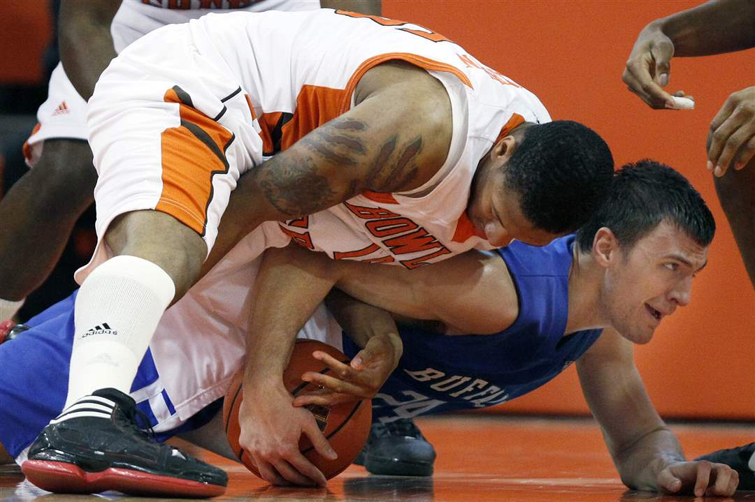 BGSU-forward-A-uston-Calhoun-battles-for-a-loose-ball