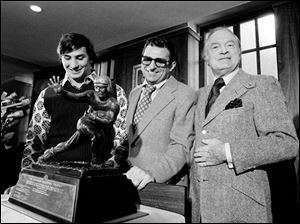 Penn State running back John Cappelletti, left, stands with football coach Joe Paterno and actor Bob Hope after being named the 1973 Heisman winner in New York.