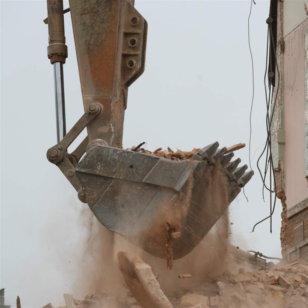 backhoe-dust-1-25