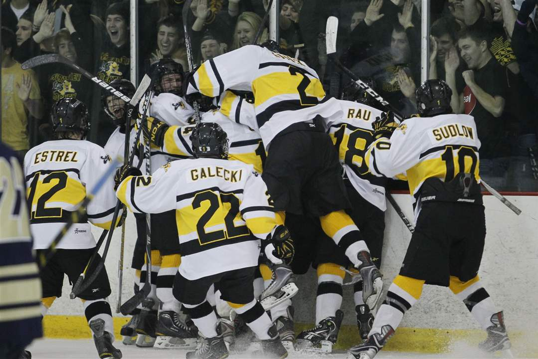 northview-players-celebrate-1