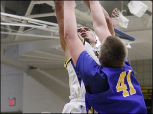 Whitmer's Chris Wormley (44) goes to the net against Findlay's C.J. Gettys (41).