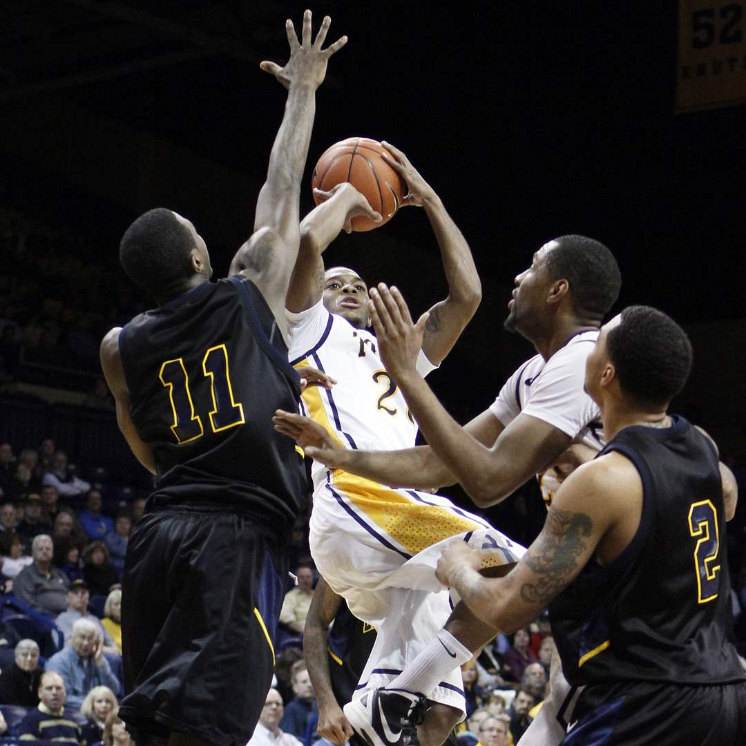 UT-guard-Julius-Brown-goes-to-the-net
