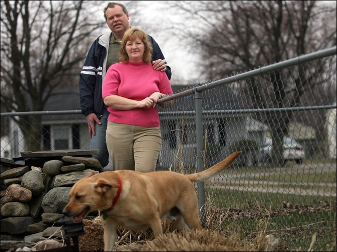 Randy and Candy Huner 3-23-09 Randy Huner and his wife, Candy, borrowed money against their house to start his medicaltransportation business. But it failed in less than two years, pulled under by costs of insurance and fuel as well as inadequate cash flow. He is assisting his wife in her cleaning company as the couple decide their next move.