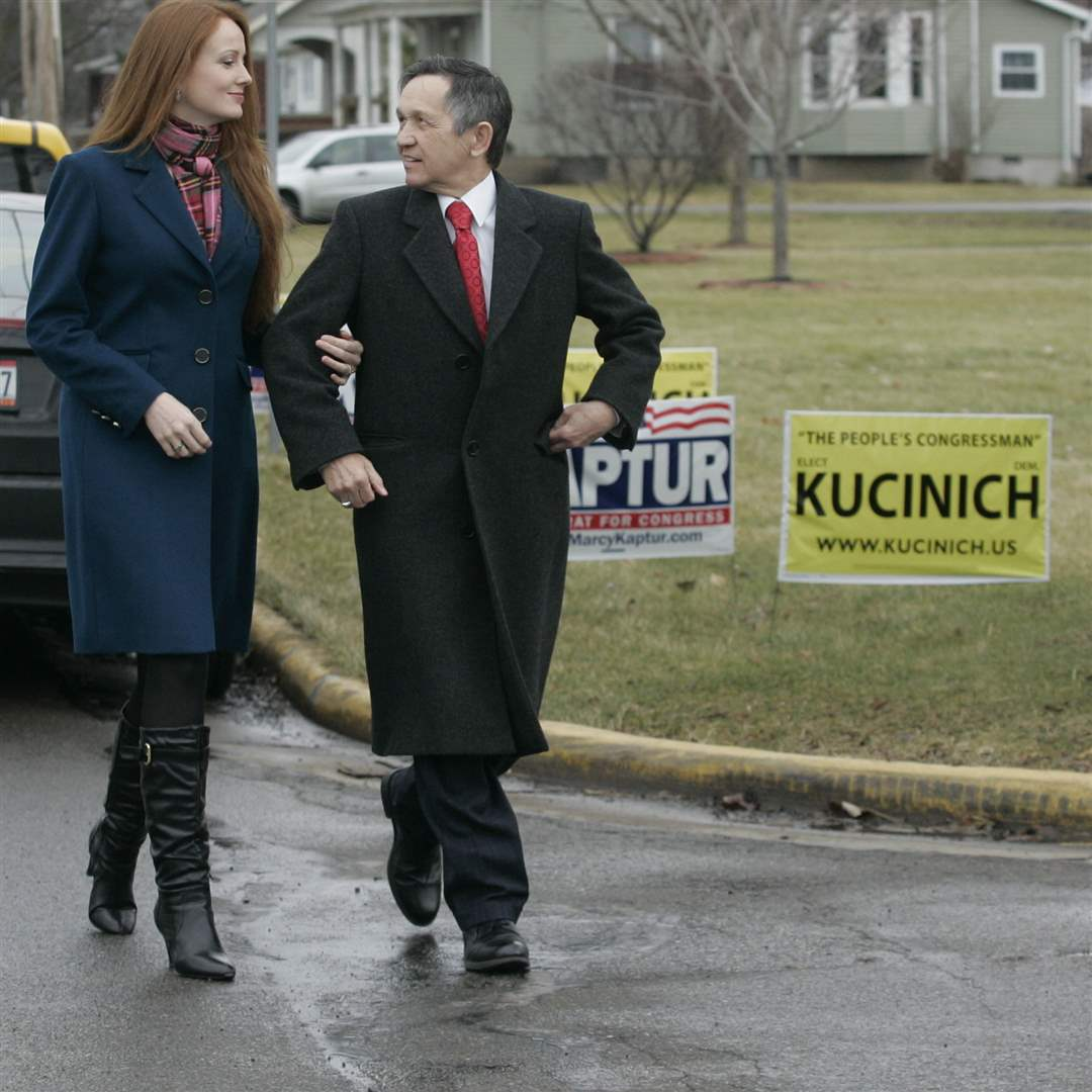 Elizabeth-wife-of-Congressman-Dennis-Kucinich-both-arrive-at-a-worker-rally
