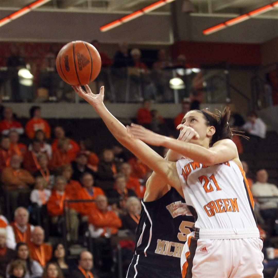 BGSU-s-Chrissy-Steffen-lays-in-two-of-her-13-points