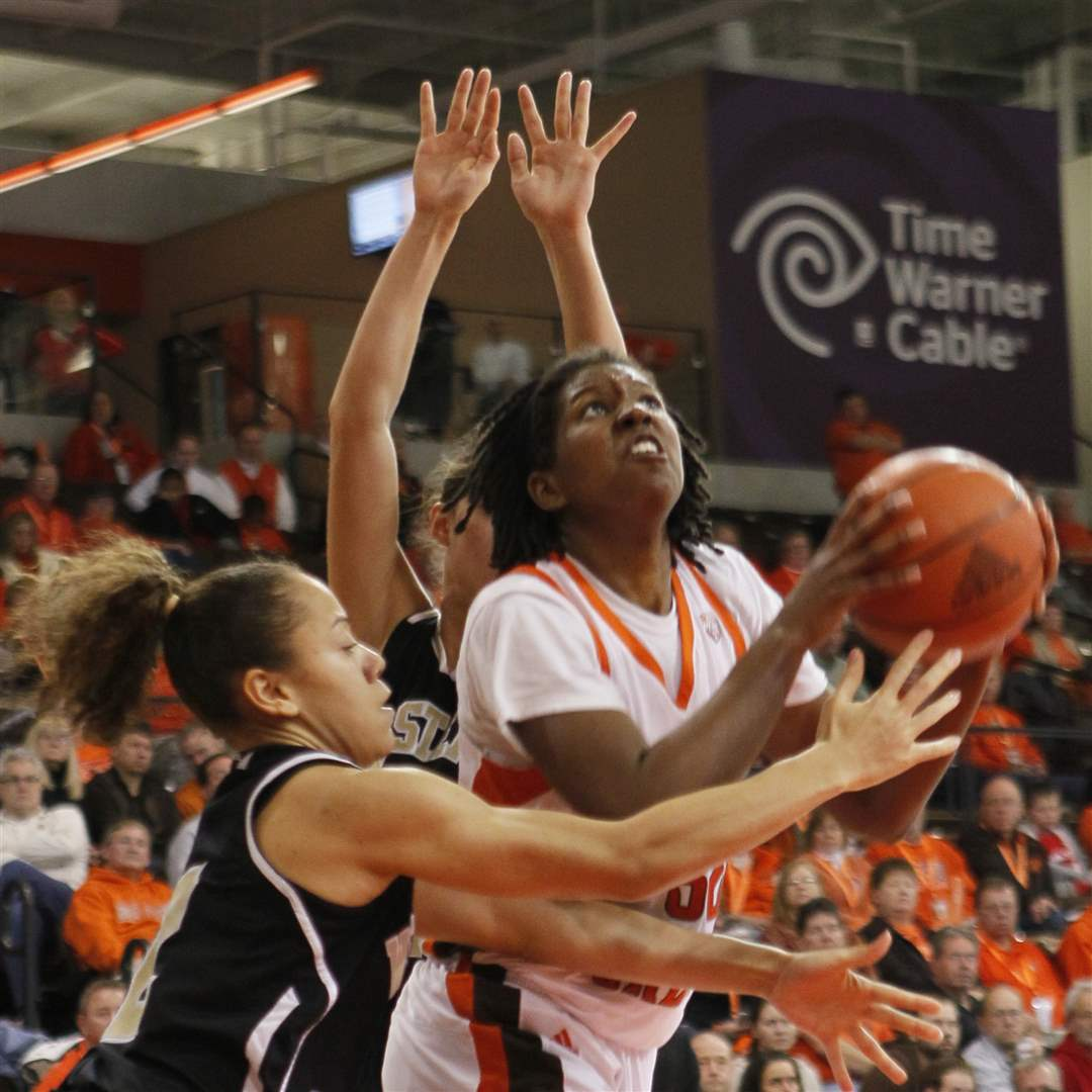 BGSU-s-Alexis-Rogers-shoots-after-slipping-through-WMU-defenders
