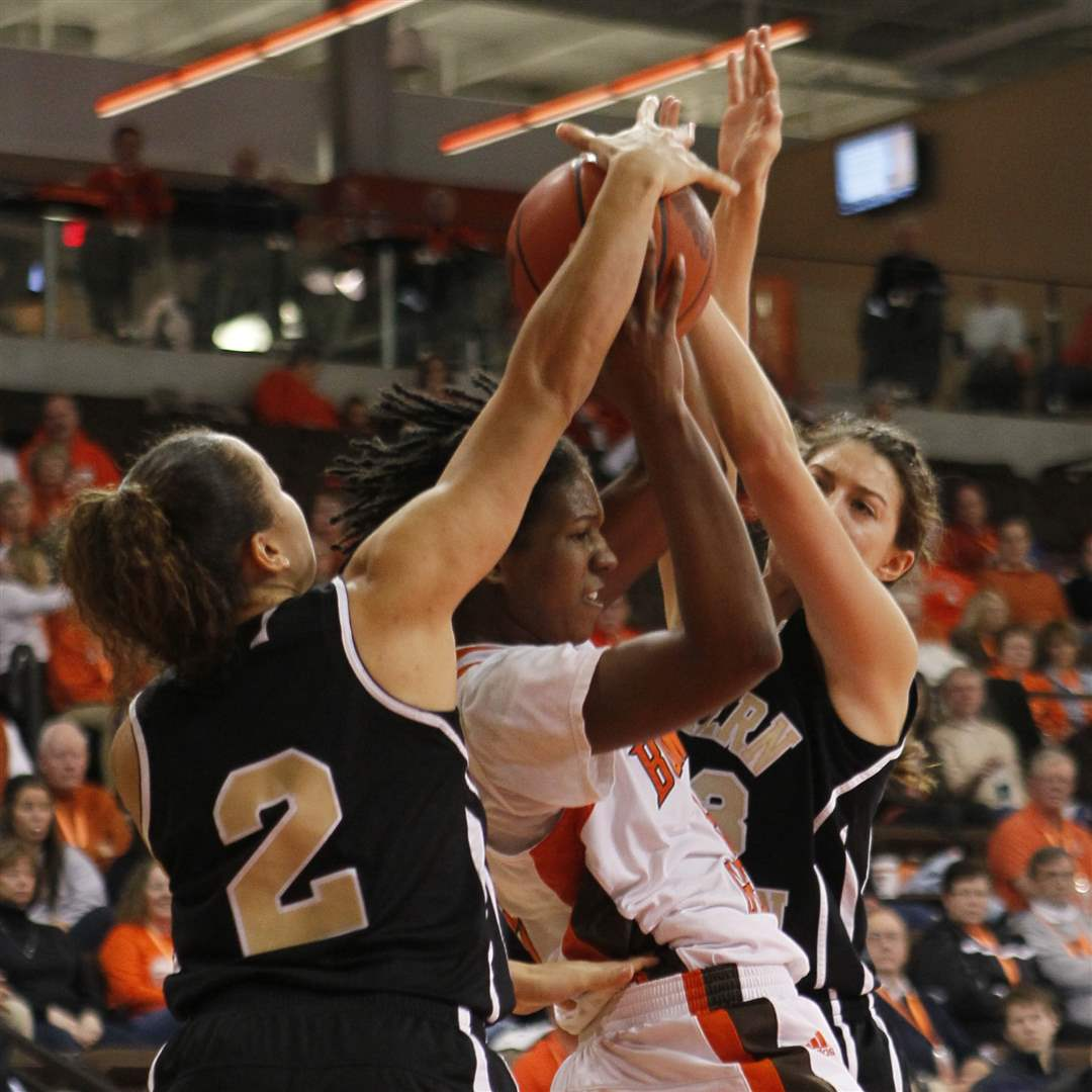 BGSU-s-Alexis-Rogers-will-score-two-after-she-slips-through-WMU-defenders