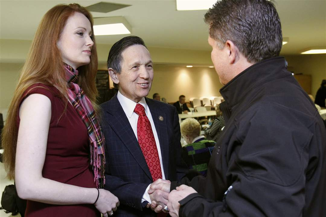 Elizabeth-Kucinich-stands-by-her-husband-9th-Congressional-District-candidate-Dennis-Kucinich