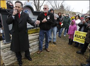 Dennis Kucinich stopped at the U.S. Tsubaki plant in Sandusky, delivering a fiery pro-union, pro-workers' rights speech.