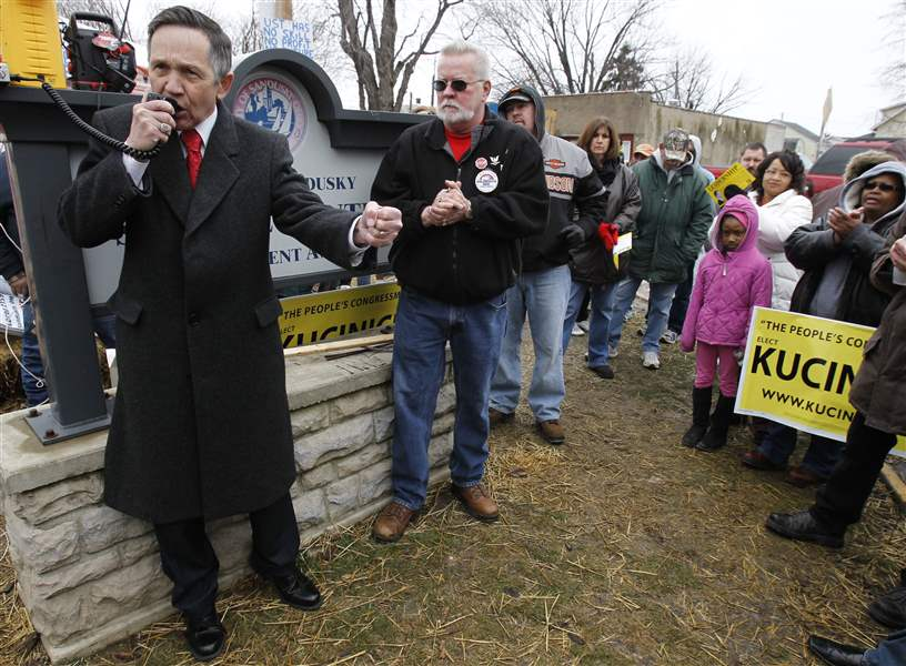 Dennis-Kucinich-stopped-at-U-S-Tsubaki-plant-in-Sandusky
