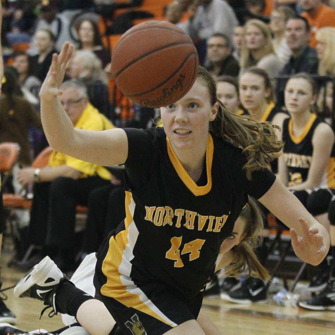 Northview-s-Maddie-Cole-44-chases-a-loose-ball