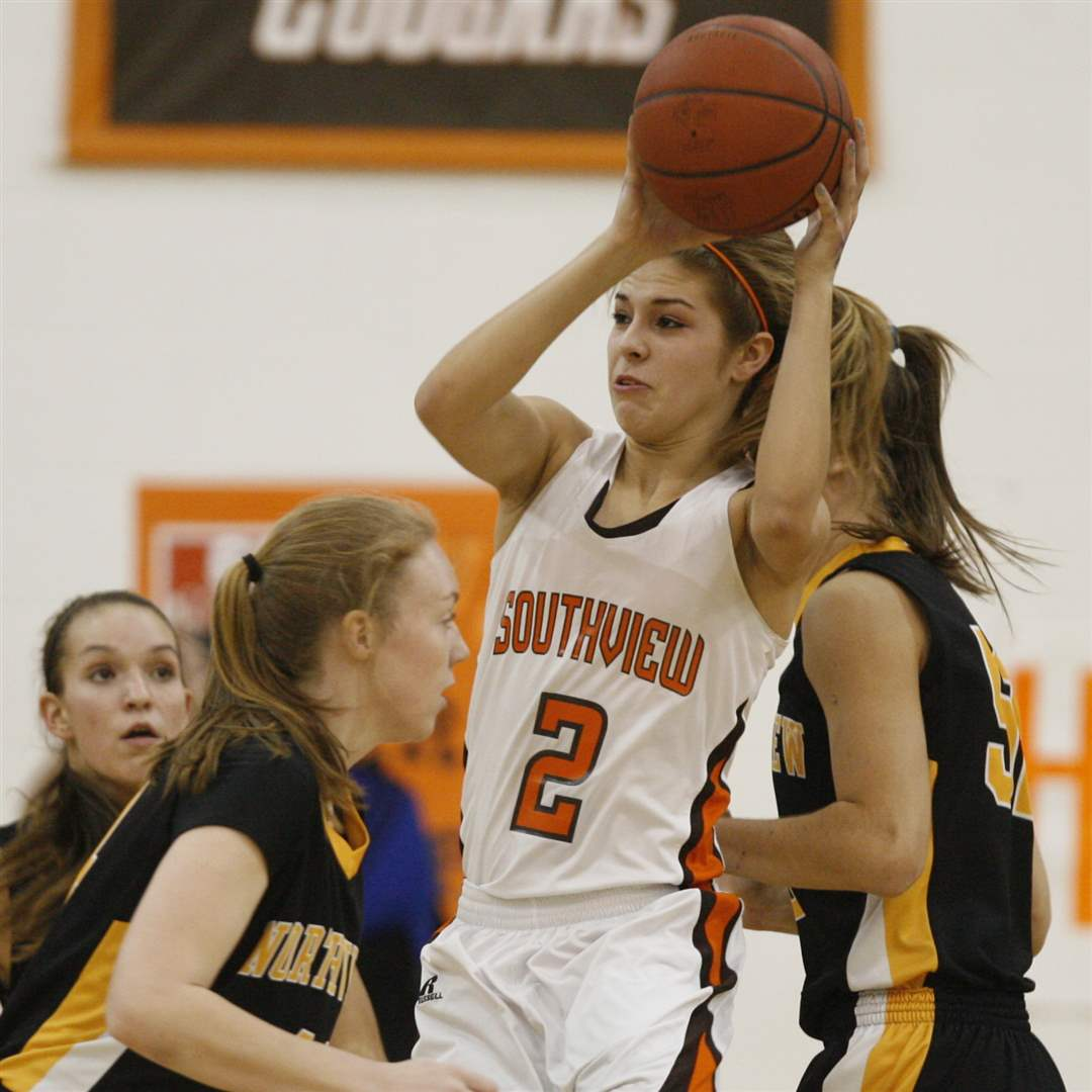 Southview-s-Lexi-Lopez-2-pulls-in-a-rebound