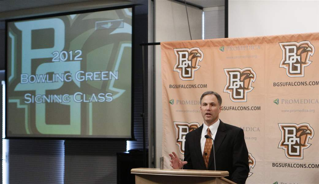 Bowling-Green-coach-Dave-Clawson-goes-through-the-list-of-recruits