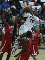 Bowsher-s-Kharri-Dailey-shoots-in-front-of-Rogers-Keandre-Gilmer