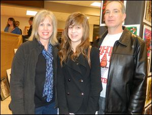 Jonelle Kunze, left, with her daughter Katrina Kunze and husband David Kunze.