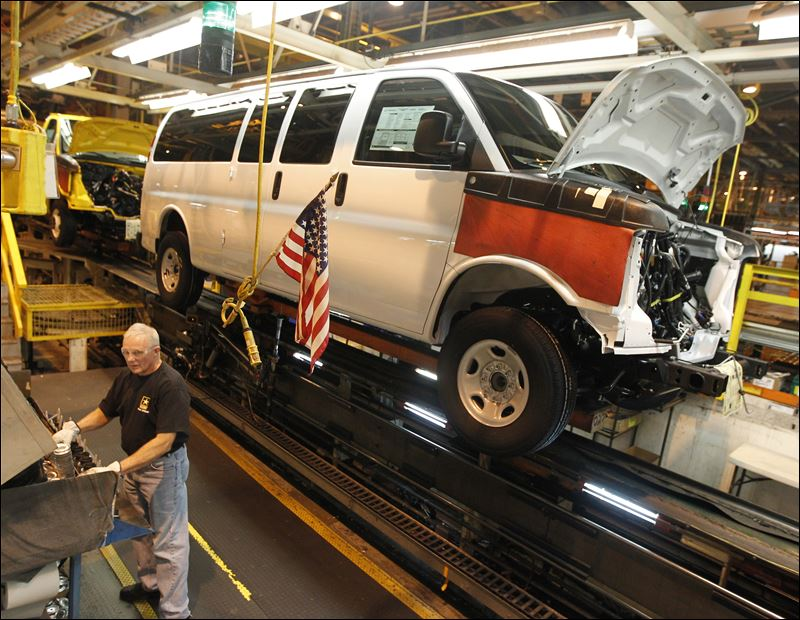 general motors employee works on a van assembly line at gm 39 s plant. Cars Review. Best American Auto & Cars Review