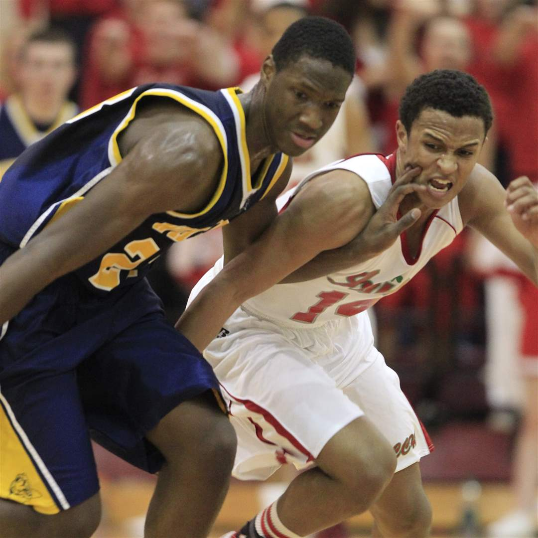Whitmer-Nigel-Hayes-gets-ahead-of-Central-Catholic-DeShone-Kizer