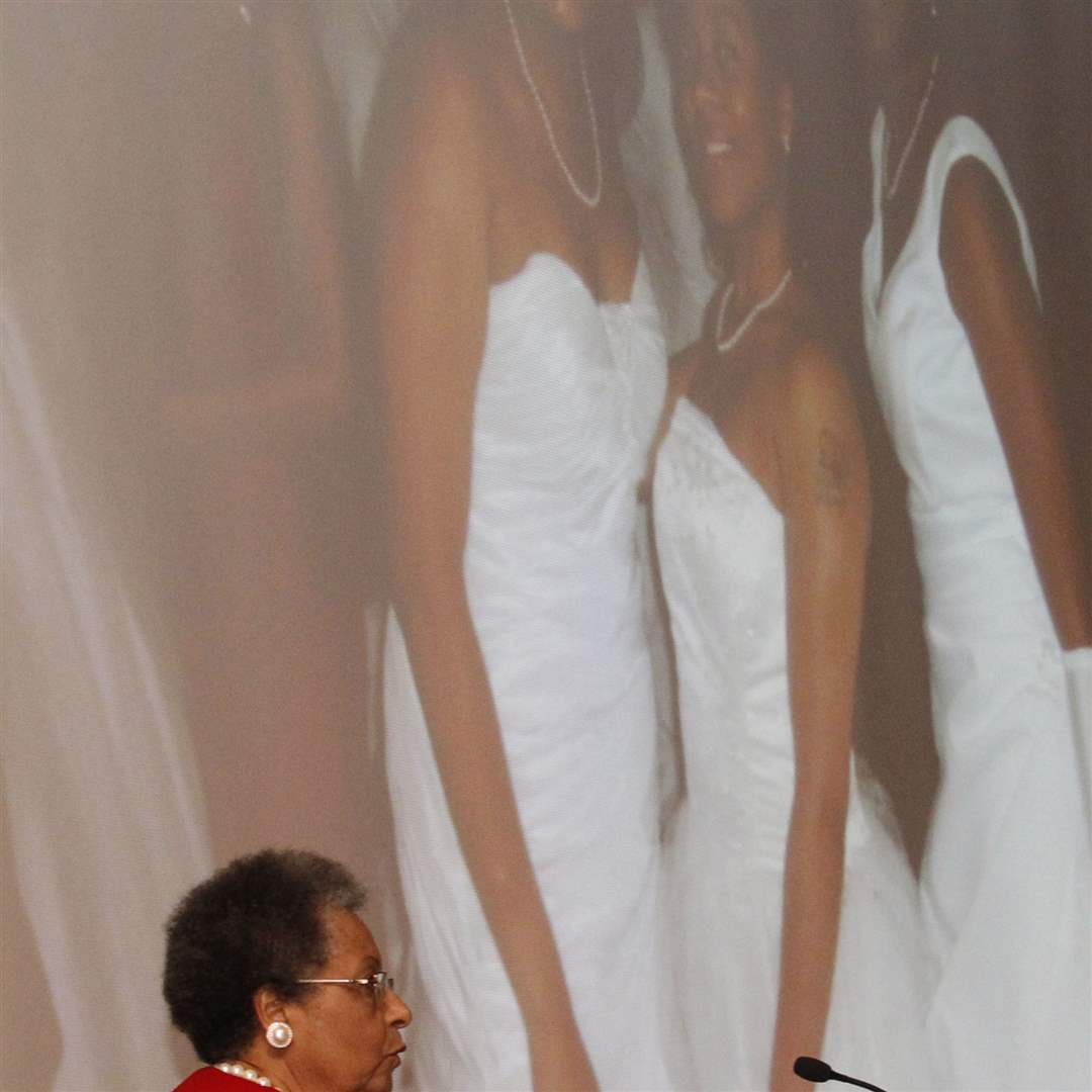 Wilma-Brown-speaks-at-the-Cotillion