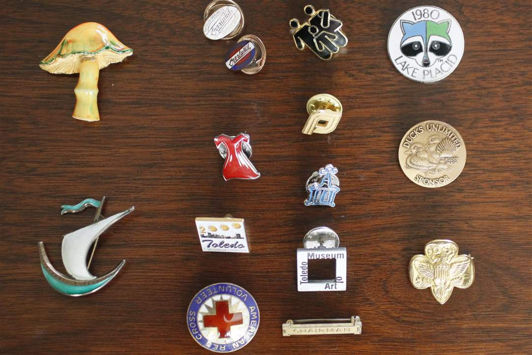 Rothman-pins-commemoration
