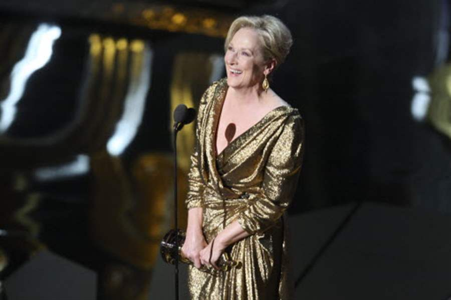 streep-accepting-award-02-27-201