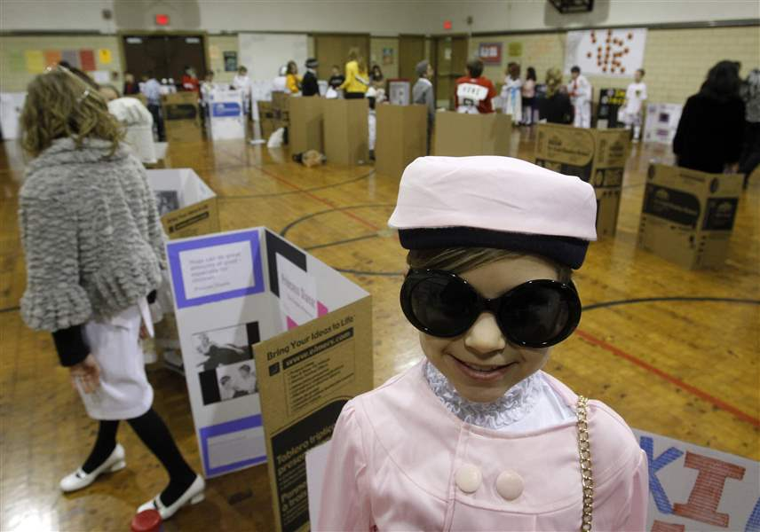 Students-spring-into-roles-of-famous-in-wax-museum-3