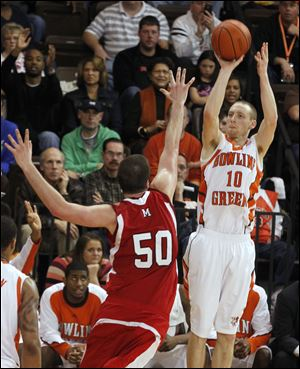 Bowling Green's Scott Thomas, who finished with 10 points, shoots over Miami's Drew McGhee.